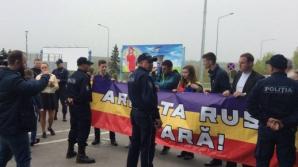 Протест молодых людей в связи с приездом в Молдову группы российских военных