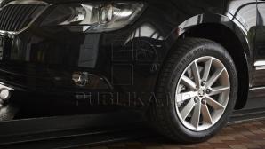 Пешеходы возмутились наглости владельцев припаркованных машин (ФОТО)