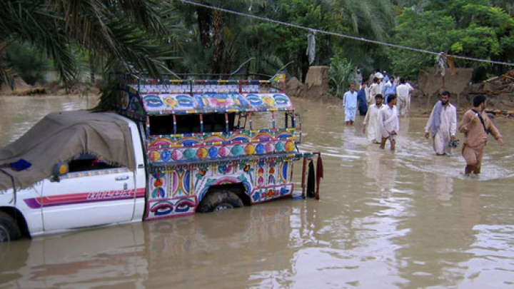 Количество жертв наводнений в Пакистане возросло до 70 человек