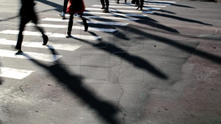 Страшно переходить дорогу: водителей призывают снижать скорость возле школ