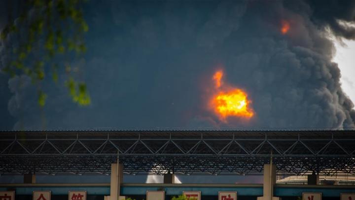 В Китае загорелся склад с химикатами