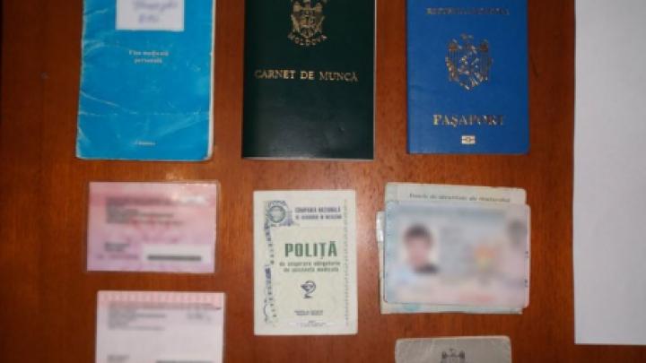 Пограничная полиция изъяла у двух мужчин поддельные и краденые документы