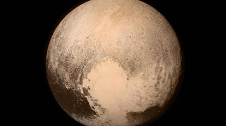 "НАСА представила снимок ""змеиной кожи"" Плутона"