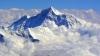 Двое  альпинистов попали под лавину при восхождении на Эверест
