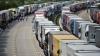 Водители грузовиков в знак протеста перекрыли основные автомагистрали Франции