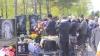 В преддверии Радоницы люди скупают посуду, полотенца и сладости