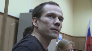 Неизвестные устроили погром дома у жены осужденного российского оппозиционера