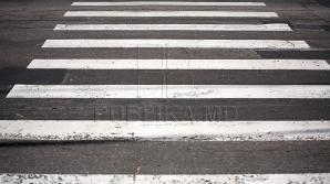 В столице школьницу едва не сбили на пешеходном переходе (ВИДЕО)
