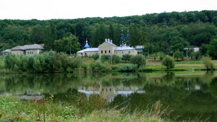 Американские и молдавские солдаты обустроили дорогу к Цыгэнештскому монастырю