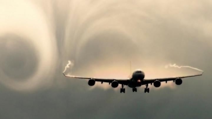 Видео самолета попавшего в турбулентность