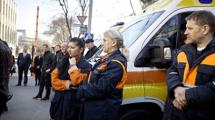 Молодых врачей - резидентов распределят по районам
