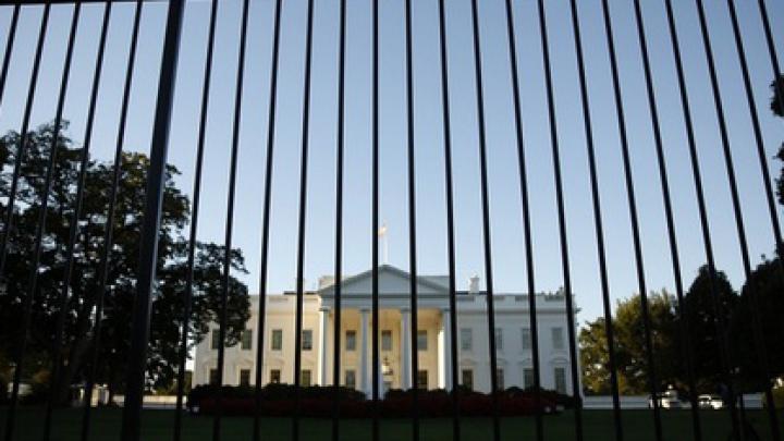 Перебросивший пакет через забор Белого дома задержан
