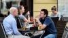 Владельцы столичных ресторанов обустраивают террасы для курильщиков