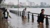 Пять человек пропали без вести из-за проливных дождей в КНР