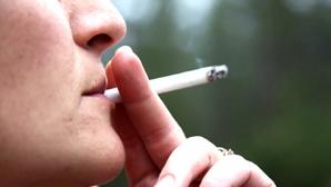 Реакция курильщика на запрет дымить на остановке (ВИДЕО)