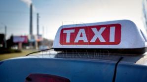 Столичного водителя такси оштрафовали за мытье машины в реке (ФОТО)