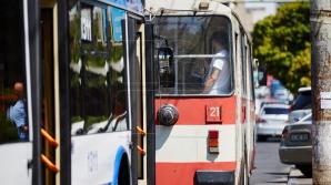 Водитель столичного троллейбуса подрался с зацепером (ВИДЕО)
