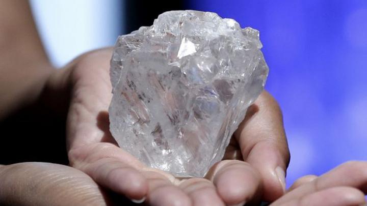 Крупнейший в мире алмаз выставят на аукцион