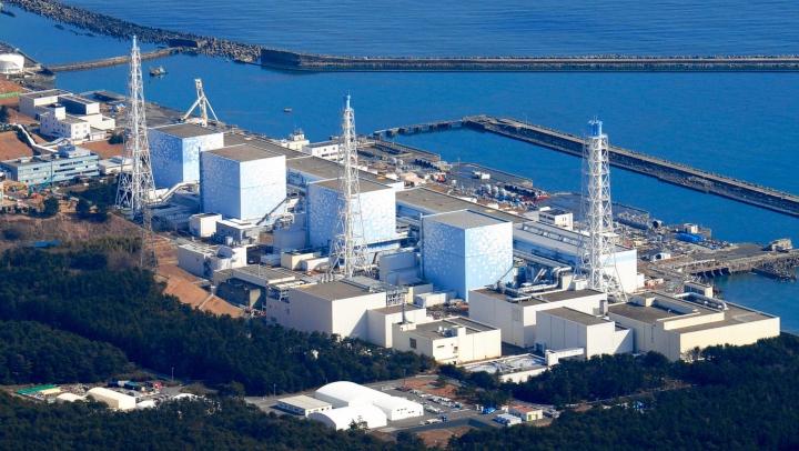 """Землетрясение в Японии подвинуло цистерны с водой на АЭС """"Фукусима-1"""""""