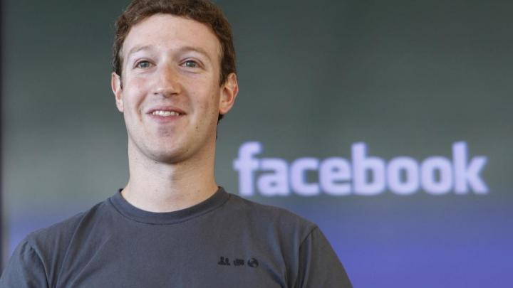 Марк Цукерберг заклеил скотчем веб-камеру своего компьютера (ФОТО)