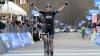 """Британский велогонщик ударил болельщика на этапе """"Тур де Франс"""""""