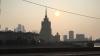 Жители Москвы запечатлели странную дымку над городом (ФОТО, ВИДЕО)