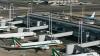 Сотрудники римского аэропорта вытолкали самолет с пассажирами на взлетную полосу