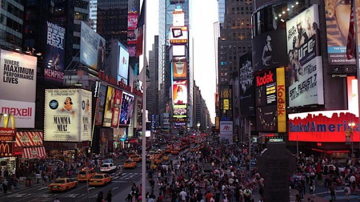 Таймс-сквер в Нью-Йорке оцепили из-за обнаружения подозрительного рюкзака