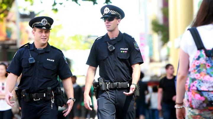 В Австралии в ходе брифинга на улице полицейские нашли труп