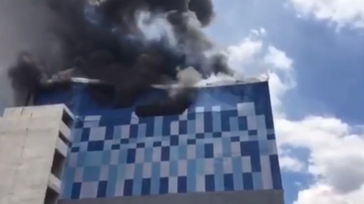 Из-за пожара обрушился кинотеатр в Бангкоке (ВИДЕО)