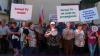 """Новый протест у офиса Jurnal TV: """"Мы готовы возвращаться сюда снова и снова"""""""
