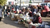 В Комрате жара не смущает уличных продавцов скоропортящейся продукции
