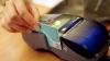 Молдаване стали чаще использовать пластиковые карты для оплаты товаров и услуг