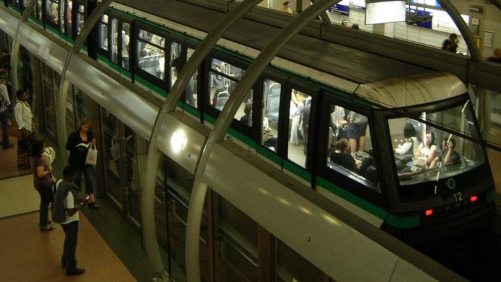 Парижанину провели открытую операцию на сердце в метро