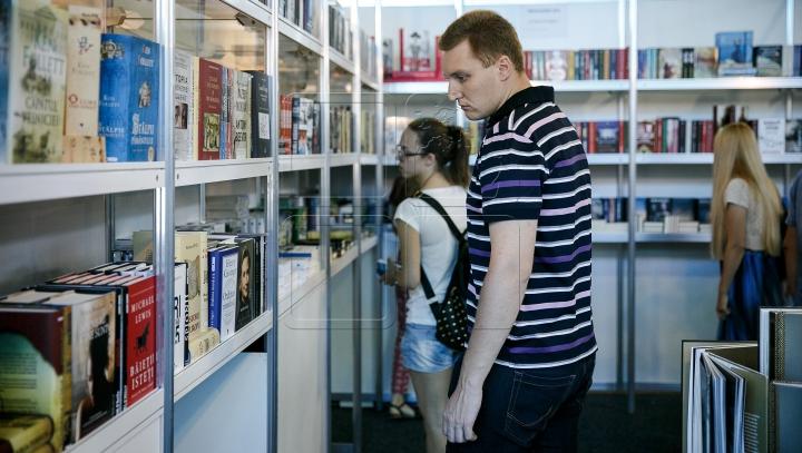 Где найти книги всего за восемь леев: идем на Bookfest (ФОТОРЕПОРТАЖ)