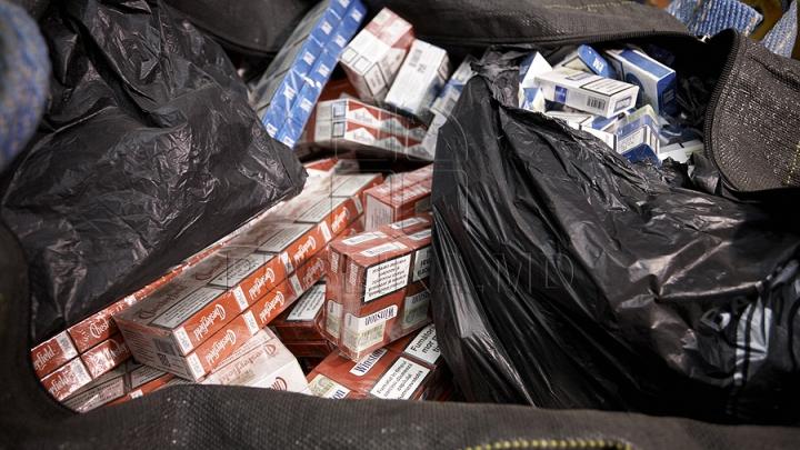В Лондон не пустили двух молдаван с полными сигарет сумками