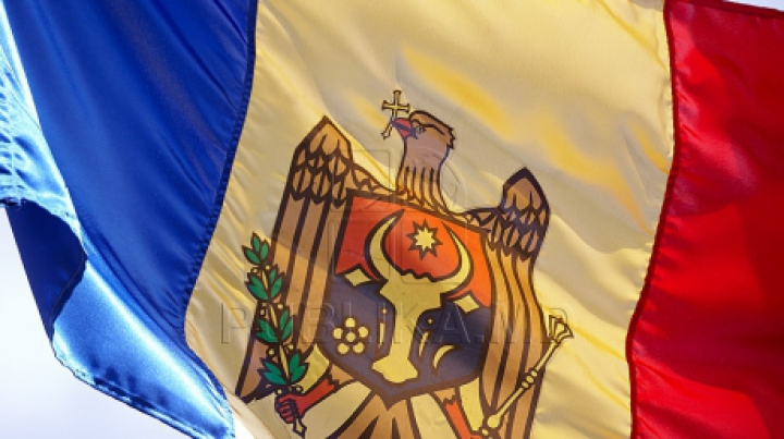 Водрузи флаг: к 25-летию независимости Молдовы граждане присылают фото на фоне триколора
