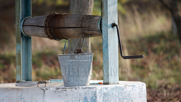 Жители Глодян носят воду из колодцев из-за забастовки рабочих сахарного завода