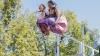 В Англии прошли состязания по прыжкам в воду в необычных костюмах