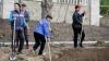 """Более двух тысяч волонтеров стали участниками акции по уборке мусора """"Давай, Молдова!"""""""