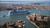 Жители Венеции не пустили в город круизный лайнер