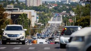 В Кишиневе водитель легковушки нарушил ПДД и пошел разбираться (ВИДЕО)