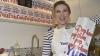 Скарлетт Йоханссон в Париже продает попкорн