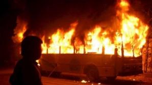 В столице сгорел микроавтобус на станции техобслуживания