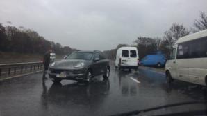 Порш Кайен столкнулся с микроавтобусом на трассе Кишинёв-Ставчены (ФОТО)