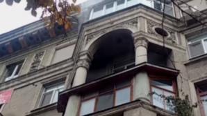 Протечка крыши многоквартирного дома привела к водопаду
