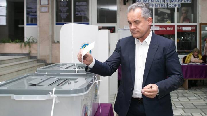 Влад Плахотнюк также проголосовал на президентских выборах