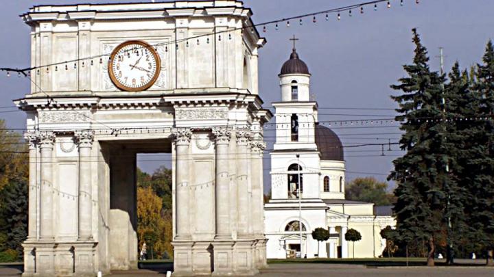 Влад Плахотнюк поздравил жителей Кишинёва с праздником