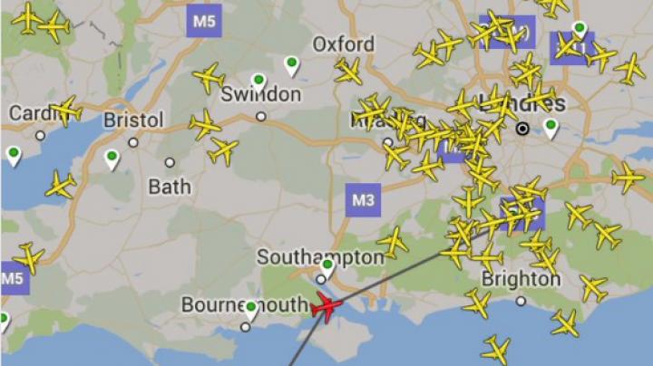 Самолёт из Лондона развернулся на полпути и полетел назад