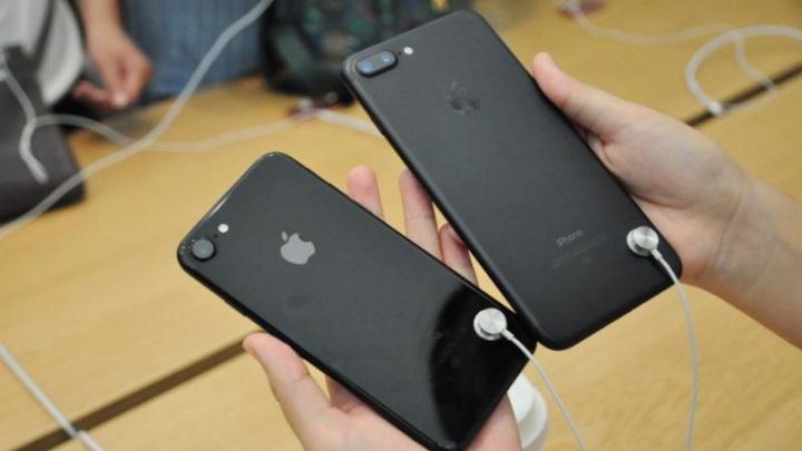 В Китае девушка продала 20 подаренных iPhone 7 и купила дом